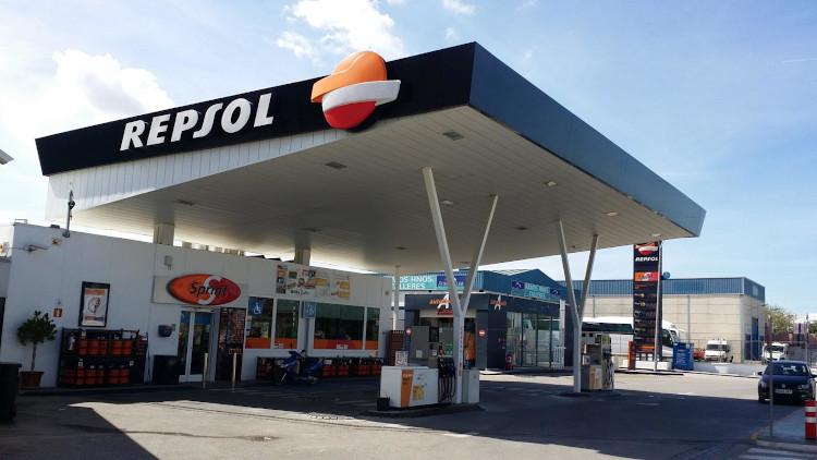 Repsol no podrá ampliar su red de gasolineras en 36 territorios el próximo año, al superar el 30% de cuota