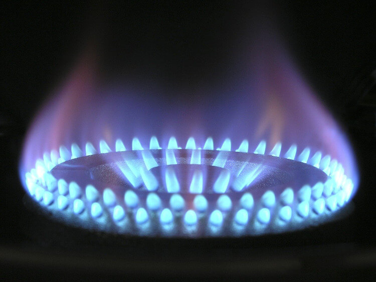 El gas hace su 'agosto': sube un 48% en un mes y encarecerá un 25% el precio de la luz
