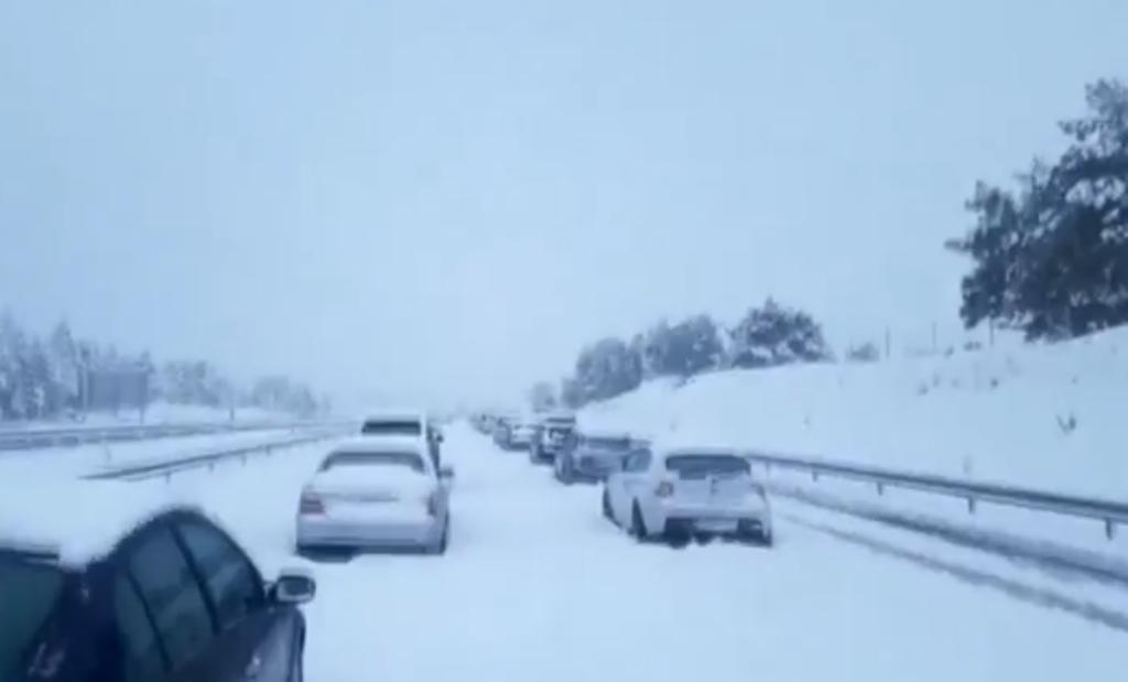 Gasolineras atendidas para los usuarios atrapados en las nevadas
