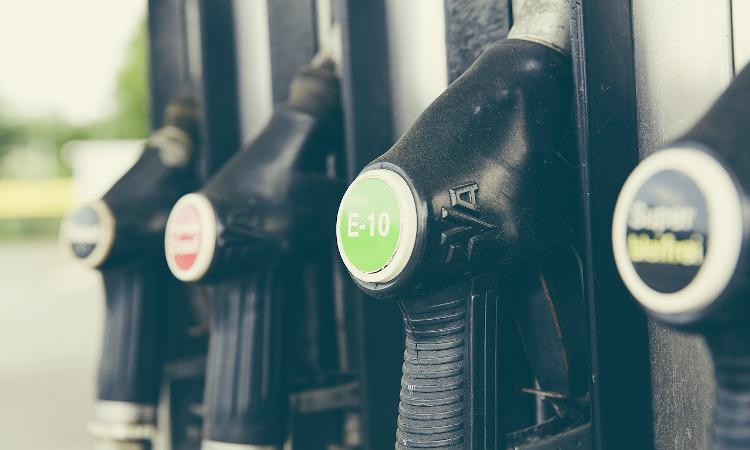 El consumo de combustibles de automoción cae 11,5% en octubre con respecto al mismo mes del año pasado