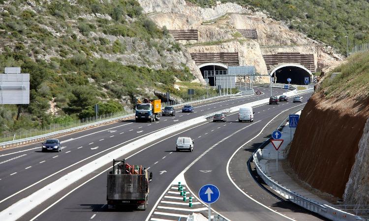 Transportes refuerza su caja para carreteras con el canon de gasolineras