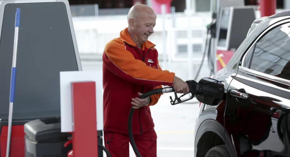 El Gobierno confirma que la apertura de gasolineras desatendidas destruye miles de empleos en el sector