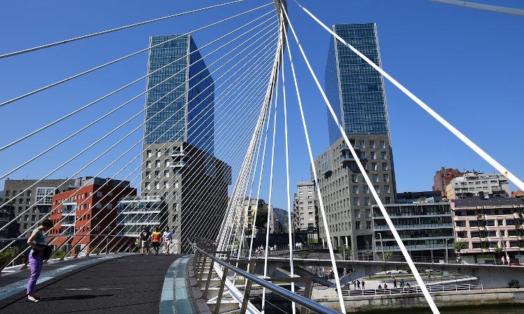 Así se enfrentan 8 ciudades españolas al reto de la movilidad limpia