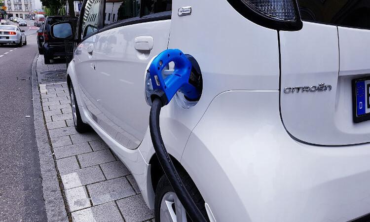 Recargar el coche eléctrico incluso donde la red no llega