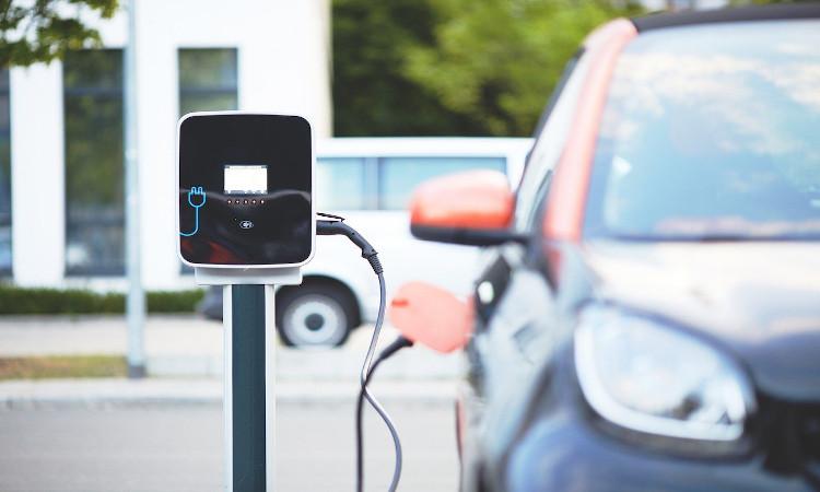 Barcelona permitirá 660 puntos de recarga de vehículos eléctricos