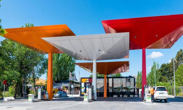 Comprar una estación de servicio en Navarra, entre los inmuebles más curiosos en venta