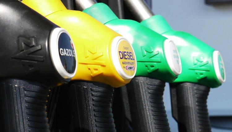 Los cierres perimetrales en Madrid hunden las ventas de las gasolineras hasta un 80%