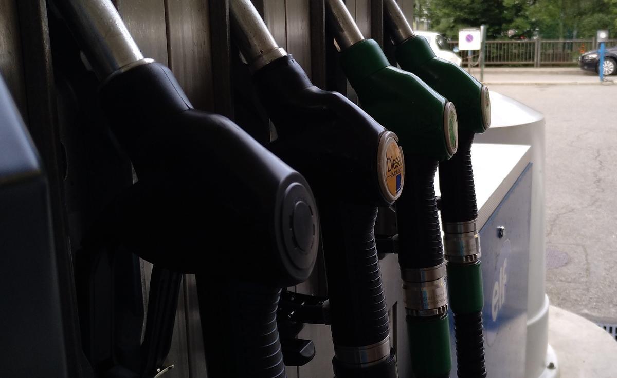 El precio de los carburantes suma su cuarta semana de caídas