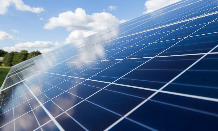 Más placas solares y autoconsumo para resucitar a la España vacía